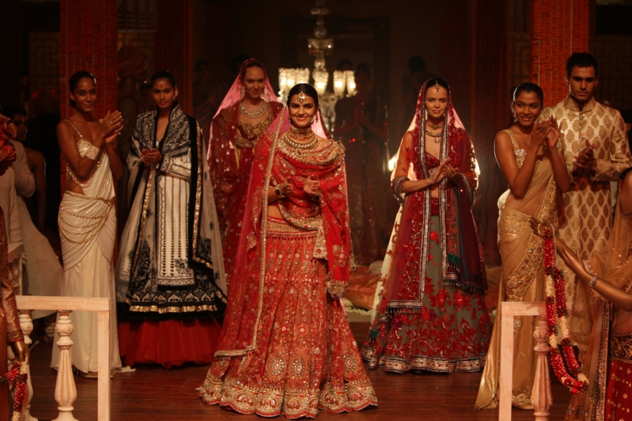 Fashion Designer Tarun Tahiliani Biography